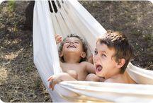 Niños felices / Alegría, sol, risas, cosquillas, infantil, infancia, fotos, fotografía, fotógrafa, familias, felicidad