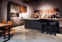 Onze Showroom keukens / Ga je voor een keuken die anders is dan anders? Dan bent u bij Diepeveen Keukens op het juiste adres!