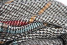 Echarpe écossaise Tartan / Collection d' écharpes écossaises à carreaux Tartan pour homme et femme, écharpes en laine d'Ecosse en pure laine à carreaux de couleur rouge, vert bouteille ou encore classique beige. Tout savoir sur la mode du tartan, une mode à quadrillage en pure laine ultra douce avec des châles, des étoles et des grandes écharpes pour homme et femme.