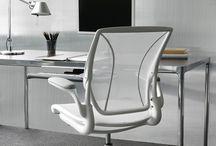 HumanScale / Humanscale - fotele wielokrotnie nagradzane za design i ergonomię, zapewniają maksimum komfortu i ergonomii w pięknej i nowoczesnej bryle. Nowoczesne siedzenia oraz regulowane wszystkie części fotela zapewniają pełną ergonomię dla każdej osoby.