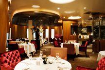 Private Dining / Onze private dining ruimte is zeer geschikt voor een besloten ontbijt, brunch, lunch, high tea, high wine of (walking) diner. U kunt genieten van de heerlijke gerechten die met verse ingrediënten door onze keukenbrigade met passie zijn bereid. Wij hebben een uitgebreide wijn- en Champagnekaart om ultieme wijn-spijs combinaties te maken.  Natuurlijk kunt u deze ruimte ook afhuren als executive room t.b.v. presentaties of andere bijeenkomsten.  / by Hotel Restaurant Oud London