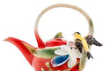 Заварочные чайники из фарфора Pavone. Коллекция FM / Компания Pavone имеет несколько фарфоровых заводов в Италии и Китае. Все заводы используют одну и ту же технологию производства и единую систему контроля качества. Основным материалом является твердый белый фарфор, секрет изготовления которого был открыт в Европе в XVIII веке.