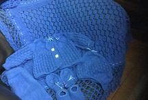 Amo tricô para bebês. / Confecciono conjuntos para bebês, manta, calça, casaquinho, sapatinhos luvas e gorro.
