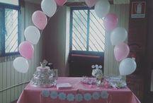 Allestimento Battesimo Carolina / Allestimento con palloncini e sfiziose decorazioni in carta personalizzate. Tutto rigorosamente in rosa e bianco!!