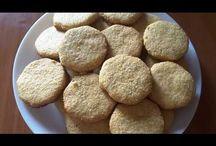 Sweet corn cookies. Biscuiți din mălai. Печенья кукурузные. / Ingredients: flour-250g, corn flour-250g, sugar-150g, 2 eggs, buttermilk-200g, flaked coconut-80g, salt, a spoonful of honey, vanilla sugar, baking powder. Prep time 15min - 200. Ingrediente: făină-250g, mălai-250g, zahăr-150g, 2 ouă, unt-200g, fulgi de cocos-80g, sare, o lingură de miere, zahăr vanilat, praf de copt. Durată: 15 min la 200. Ингредиенты: мука -250г, мука кукурузная -250г, сахар  -150г, яйца 2шт, масло сливочное -200г, кокосовая стружка -80г, соль, одна ложка мёда, ванильный с