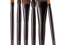 BEAUTY / Brushes