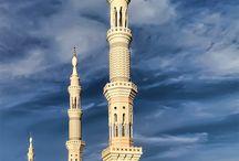 Mekke & Medine | Suudi Arabia        سودي أربية . مكة المكرمة . المدينة المنورة / Mekke-i Mükerreme; Müslümanların kıblesi olan Kabe-i Muazzama'nın ve ibadetlere bire yüz bin sevap verildiği Mescid-i Haram'ın bulunduğu, Resulullah Efendimiz'in (s.a.v.) doğduğu, kendine peygamberlik verildiği, Kur'an-ı Kerim ayetlerinin birçoğunun nazil olduğu ve İslam'ın beş şartından biri olan Hac vazifesinin yerine getirildiği mübarek şehir...  Medine-i Münevvere; Resulullah Efendimiz'in (s.a.v.) hicret vatanı, başkaları yüz çevirirken ona yardım elini uzatan, İslam devletinin ilk başşehri.