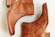 Shoes / by Yolanda NiTuairisc