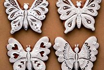 Motýlci a květiny z perníku peo inspiraci