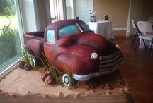 Groom's Cakes / by Bridepop