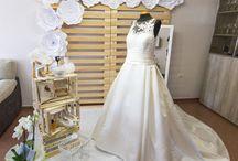 Decoración para bodas / Decoración para bodas hecha por Jake Go Studio. Set de novia, photocall, seating plan, centros de mesa...