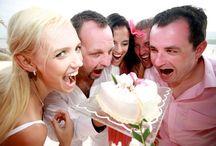 Photos de groupe Mariage / Vous souhaitez des photos de groupe le jour de votre mariage, avec la famille et les amis ? Retrouvez les meilleures photos de groupe d'Elie Bernager, photographe de mariage. Des photos spontanées, pleines de fraîcheur et d'humour.  http://www.unmariageauparadis.com/