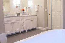 Maple/White/Verona / Specie: Maple Finish: White Overlay: Inset Concealed Door Style: Verona Drawer Front: Slab