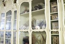 Curiosity Cabinet / Find here a lot of creepy and lovely references about Curiosity Cabinets. They were born during the Renaissance in Europe and they are the precursors of museums.   #SetDress #SetDecorator #SetDresser #SetDesing #Decoratrice #knick-knack  #Furniture #FilmDeco #SetInspiration #PersonalProps #Architecture #props #renaissance #Science #antiquities #NaturalHistory #relics #cabinetPaintings #geology #ethnography #archaeology #Kunstkabinett #kunstkammer #Wunderkammer #Cabinets of Wonder #wonde-rooms