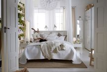 Spavaća soba / Sanjaj u udobnom krevetu. Odloži (i lako pronađi) sve svoje stvari u namještaj za spavaću sobu. S pomoću nježnog svjetla stvori ugođaj, a u mekanim se tekstilima lijepo ušuškaj. I sve to po povoljnoj cijeni. Za san iz snova. / by IKEA Hrvatska