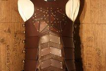 Rüstungen / Hier stelle ich Rüstungen oder Rüstungsteile aus Leder vor. Sie sind nach Kundenwunsch angefertigt.