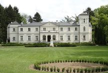 Niegów - Pałac / Pałac w Niegowie został wniesiony w 1876 roku dla Aleksandra Ihnatowicza. Po jego śmierci majątek przeszedł w posiadanie wdowy po nim oraz jej drugiego męża. Po jej śmierci dobra do 1931 roku należały do spadkobierców żony fundatora, kiedy to posiadłość została nabyta przez Zgromadzenie Sióstr Benedyktynek Samarytanek Krzyża Chrystusowego. Zgromadzenie przystosowało pałac do nowej funkcji a cała posiadłość zmieniła nazwę na Samaria.