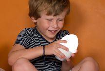 Nachtlicht Toby ist mobil und dimmbar, sondern kann auch als Campinglicht verwendet werden / Mobile Leuchte kann vielseitig verwendet werden. Sei es zum Spielen im Garten oder beim Zelten oder als Nachtlicht oder als Taschenlampe