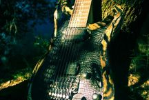 The Jungle Mistress / 7 strings electric guitar straight out of the deep jungle. Tigers and snakes unleashed!