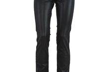Vera- Styling / Our best selling jeans, this slim leg has a mid rise waist which sits above the waist and into small of your back The slim leg shape lengthens the leg, and the curve of the side seam makes the thigh area look slimmer.