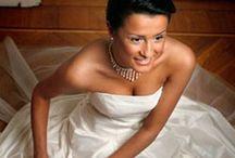Bröllopssmycken / Här vill vi visa upp ett fantastiskt sortiment med bröllopssmycken i olika prisklasser från kända och okända varumärken. Alla smycken finns givetvis till försäljning i vår webshop.