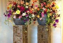 Bloemen & planten / Sokkels worden vaak ingezet om mooie plantenbakken op ooghoogte te plaatsen of een bloemenvaas op een voetstuk te plaatsen.