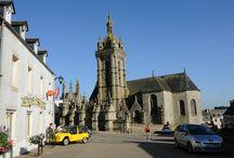 Saint-Thégonnec / Saint-Thégonnec, village étape situé sur la RN 12, Bretagne, Finistère. Entre mer et monts d'Arrée et au cœur du pays des enclos paroissiaux, Saint-Thégonnec vous accueille. Petite commune agréable du Nord Finistère, Saint-Thégonnec compte aujourd'hui un peu plus de 2600 habitants. Comprise entre deux rivières, la Penzé et le Coatoulzac'h, la commune de Saint-Thégonnec dessine un triangle qui s'étire sur 13 km avec une base de 6 km. Ses richesses sont nombreuses et ses paysages variés.