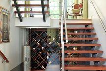 Em baixo da escada?