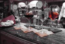 Aperitivo al Bar Arnika / Il bar dell'Hotel Arnika è aperto ai clienti e agli ospiti esterni. E' particolarmente animato all'orario dell'aperitivo per le ottime proposte di vini e per l'ingramontabile Spritz!