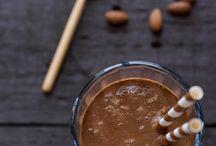 Lekkere smoothies | Smoothie recipes / Lekker offtopic als het gaat om wonen en interieur maar o zo lekker en gezond en daarom willen we jullie deze heerlijke smoothie recepten niet onthouden! Enjoy