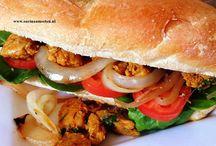 Broodje pikante kip / Heerlijk Surinaams broodje met gekarameliseerde uien
