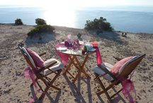 Special Ibiza Whishes / Private, special wish? A delicious picnic on a secluded beach or on a cliff with an amazing ocean view? We can take care of it. Or maybe you would like to stage a romantic marriage proposal at one of the beautiful, hidden corners or cliff on the island! We ensure that all is prepared for you. We know just the right locations & venues and can arrange this for you. Let us know your wishes for your special event theme and we will do our utmost to carry out the smallest detail. This is our passion!