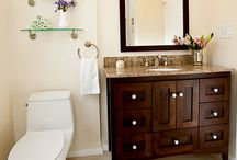 Bathroom Design 77 / A simple and elegant traditional style bathroom remodel.