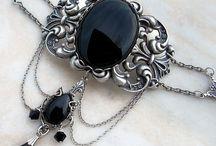 Niezwykła wiktoriańska (gotycka) biżuteria