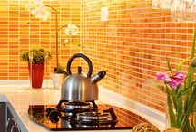 Orange Kitchen / Add a burst of color to your kitchen with orange accessories and accents.
