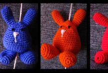 Móviles / Realizada con lanas en desuso, por tal motivo cada objeto es unico en colores.  De esta manera le damos una segunda vida a los materiales!