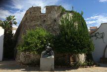 Costa del sol / De Costa del sol hier vindt je mooie steden met sfeervolle oude centrums. Mondaine badplaatsen met jachthavens waar mega grote jachten liggen. Maar je vindt hier ook veel urbanisaties met villa's en golfbanen. Golfers hebben aan de Costa del Sol keuze genoeg. #CostadelSol #Reizen #Spanje #Marbella #Estepona #Torremolinos