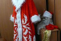 Новый год 2015 / У кого как а у меня новогодние хлопоты всегда начинаются рано. Вот и в этом году в моей мастерской уже сшился наряд для самого главного новогоднего персонажа - Деда Мороза. Борода не из ваты а самая что ни на есть настоящая, честно купленная и старательно спрятанная от вездесущих мелких. Шубу в процессе изготовления конечно спрятать не удалось, потому все принимали посильное участие в ее изготовлении. Кто булавки втыкал, кто бисером расшивал, кто советы подавал.