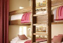 Beamed bunk bedroom / Bunk beds