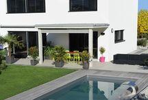 Piscine contemporaines / Les Piscinelle s'intègrent particulièrement dans une architecture contemporaines. En particulier les modèles carrés, rectangulaires, ou les couloirs de nage.