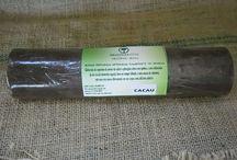 """Base Vegetal para sabonete elaborado da Saponina Árvore do sabão / A base vegetal da Amazônia Fito possui ótima qualidade na elaboração de sabonetes naturais por conter """"saponinas"""" naturais da árvore do sabão e óleo vegetal de palma de babaçu, possui brilho e excelente fixação da essência no corpo (não precisa adicionar aromas na massa vegetal ela já contém aromas naturais), proporcionando mais hidratação e menos ressecamento, facilita aceitação de extratos naturais (caso queira adicionar extratos)."""