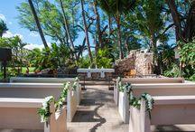 """トリニティ・バイ・ザ・シー教会 / ハワイ・マウイ島「トリニティ・バイ・ザ・シー教会」のウェディングボード。  マウイ島のハワイアンに愛される屋外の教会「トリニティ・バイ・ザ・シー」。 100年以上前に起きた大きな嵐によって""""一度崩壊した教会""""が、屋外会場として復活した新しいスタイルのガーデン会場ウェディングです! ハワイの歴史を感じるネイティブセレモニーをぜひ叶えてください♡"""