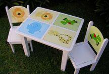 Mesas y sillas decoradas