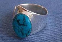 Bijoux turquoise / Bijoux en argent avec pierre de turquoise en cabochon ou bien incrustés de morceaux de turquoise. Nous utilisons aussi bien la turquoise naturelle que la turquoise de synthèse selon les cas.