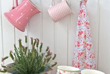 Cubby decor / Decorating ideas for a girls cubby house