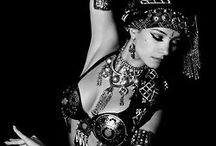Belly Dance Black & White