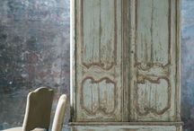 Decorating with antique doors