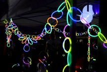 Glow Stick Party Ideas / Take yourself back to the 80s with these awesome glow stick party ideas! Let's rave!