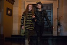 """Gotham / GOTHAM: Ivy (guest star Clare Foley, L) and Selina Kyle (Camren Bicondova, R) find refuge in Barbara Kean's apartment in the """"Rogues' Gallery"""" episode of GOTHAM airing Monday, Jan. 5 (8:00-9:00 PM ET/PT) on FOX. ©2014 Fox Broadcasting Co. Cr: Jessica Miglio/FOX"""