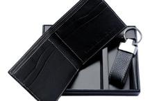 Maroquinnerie / Nos portefeuilles en véritable cuir raffiné.